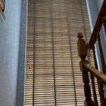 Veneciana de madera tiro de escalera