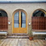 persianas de cadenilla en ventana con arco
